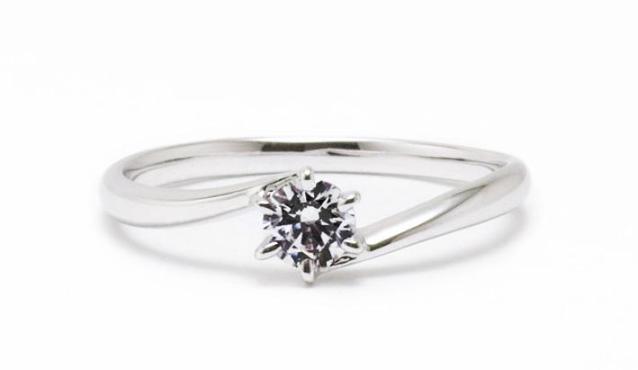 ソリティアの婚約指輪